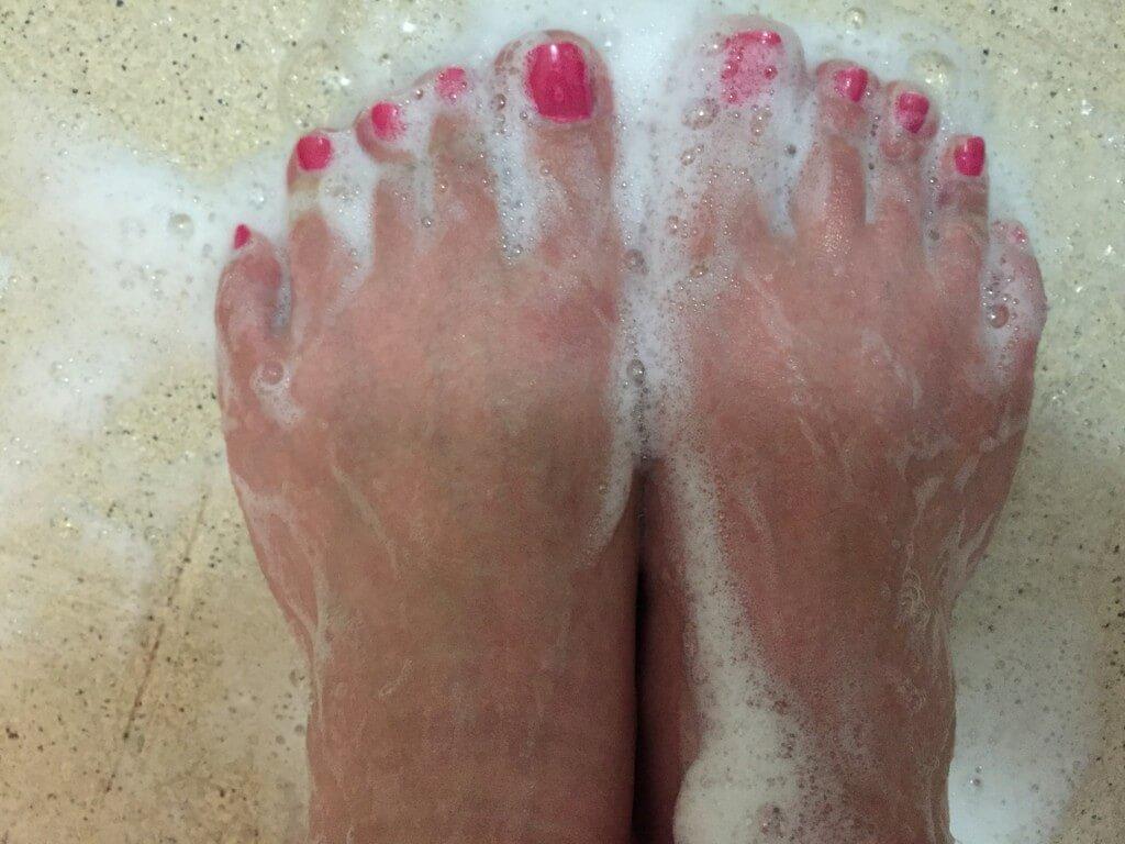 足の臭いがなくなるキレイな足の洗い方