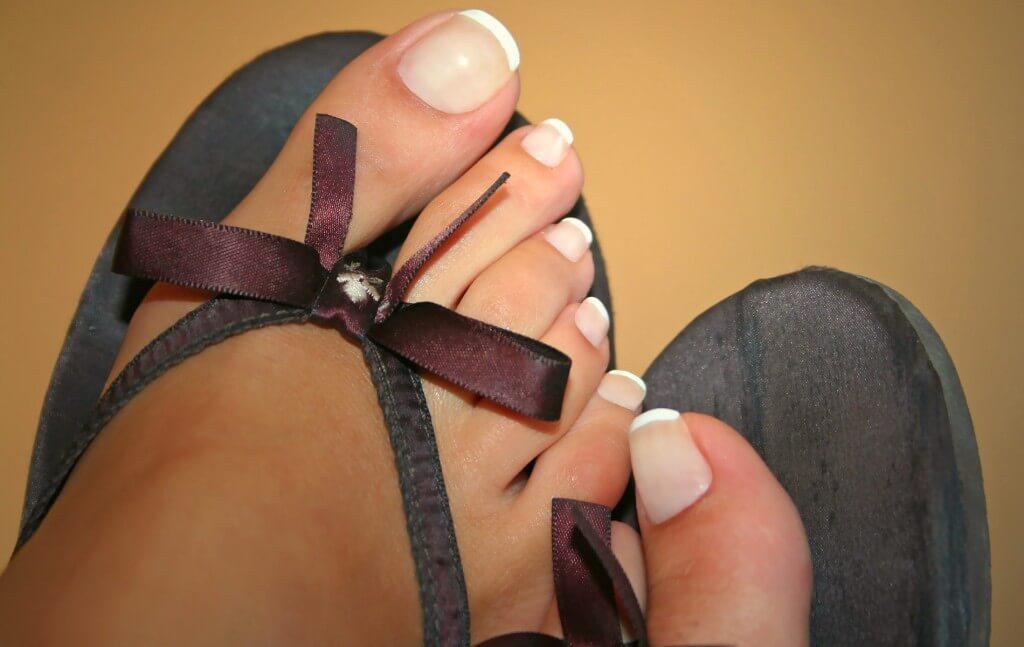 足の爪の垢をキレイにとってケアする方法